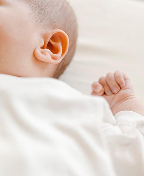 아기는 피부를 지키는 장벽도 생겼어.